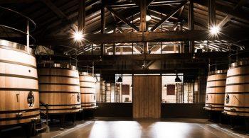 Chais Château Brane-Cantenac Photo de chais - Château Brane-Cantenac - Le château Brane-Cantenac est un domaine viticole de 75 ha situé à Cantenac Margaux en Gironde. En AOC Margaux, il est classé deuxième grand cru dans la classification officielle des vins de Bordeaux de 1855.  Cantenac-France