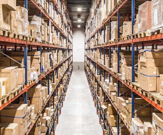 logistique Rayonnage grande hauteur  Rayonnage Grande hauteur, avec gestion informatique des flux et guidage electronqiue des chariots élévateurs. Client MECALUX.  Bordeaux-France
