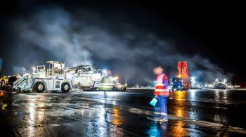 EUROVIA travaux sur piste aéroport BTP EUROVIA Reportage photos Travaux remise en état de la piste principale de l'aéroport de Bordeaux Mérignac.  Bordeaux Mérignac-France